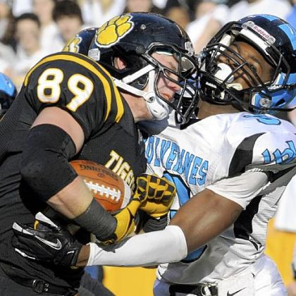 North Allegheny's Zach Lyon goes through Woodland Hills' Trevon Mathis to score a touchdown in WPIAL title game.