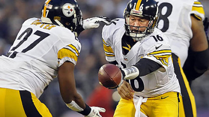 Steelers quarterback Charlie Batch hands off to Jonathan Dwyer against the Ravens in the first quarter Sunday in Baltimore.