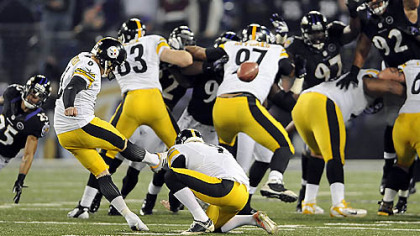 Shaun Suisham kicks the winning field goal in the Steelers&#039; last-second victory against the Ravens on Sunday in Baltimore.