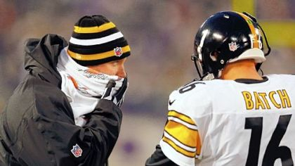 Ben Roethlisberger talks with Charlie Batch on the sideline Sunday in Baltimore.