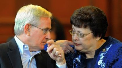 Former Pittsburgh Mayor Tom Murphy talks with Councilwoman Darlene Harris on Wednesday before he testifies concerning the proposed Strip District development.