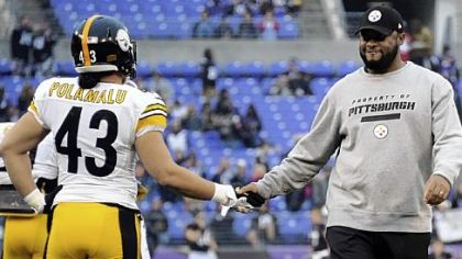 Steelers head coach Mike Tomlin greets Troy Polamalu during warmups before the game against the Ravens last Sunday in Baltimore.