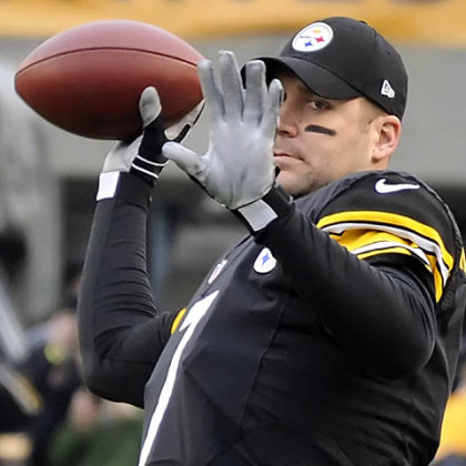 Ben Roethlisberger warms up before the game against the Chargers at Heinz Field.