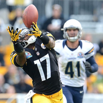 Ben Roethlisberger's pass is just out of the reach of receiver Mike Wallace.