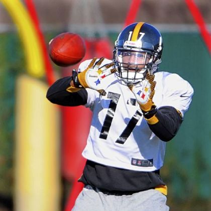 Steelers wide receiver Mike Wallace practices Wednesday at the team's South Side facility.
