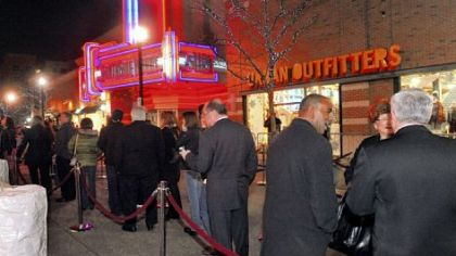 "Moviegoers line up for the free screening of ""Jack Reacher"" at SouthSide Works Cinema, where actor Tom Cruise introduced the movie filmed in Pittsburgh."