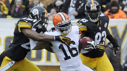 The Steelers&#039; Ryan Mundy takes down the Browns&#039; Joshua Cribbs in the first quarter.
